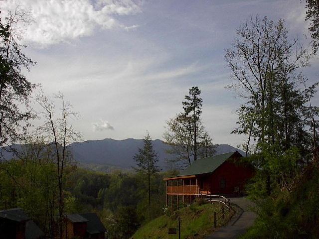 Smoky Mountains, Pigeon Forge to Gatlinburg large cabins and big log homes for sale - Smoky Mountains TN